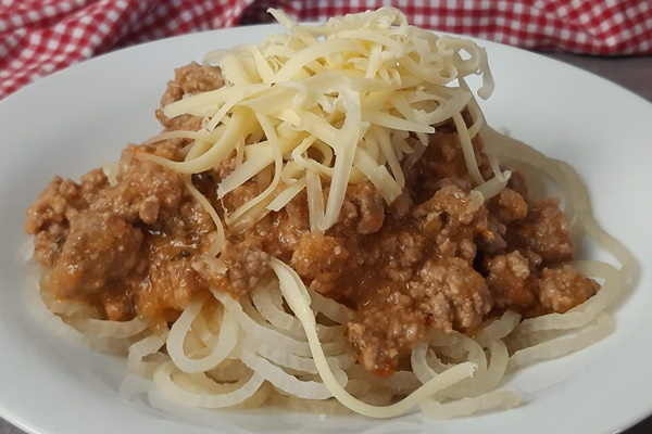 Zero-Carb-Meal! Rettichnudeln mit Keto Bolognese ohne Stärke